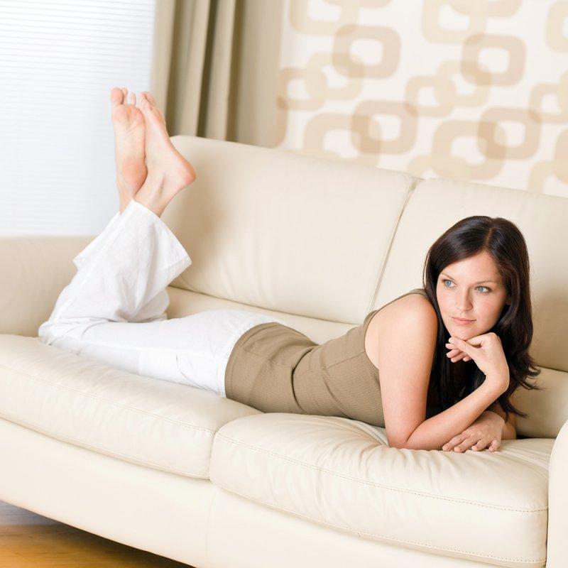 Испытательница диванов