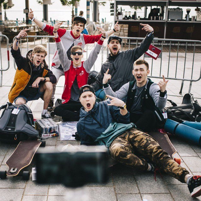 Российских студентов оставят в Европе без денег и мобильной связи