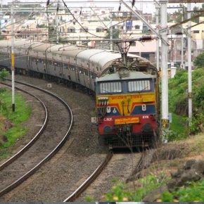Индиец отсудил поезд
