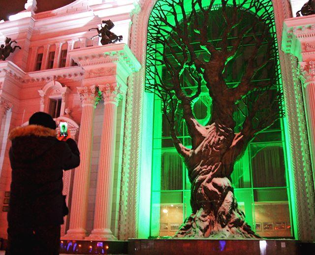 Пока Екатеринбург плавно переходит в Новый год, мы покоряем Казань! Или она пытается нас покорить... Город безумно красивый, не поспоришь) ...