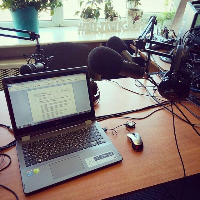 """regram @litta_neid Фуф, скоро начинаем!!! С сегодняшнего дня буду вещать из Екб в Ставропольском крае!)) Два часа на радио """"Точка"""" ^ω^ ..."""