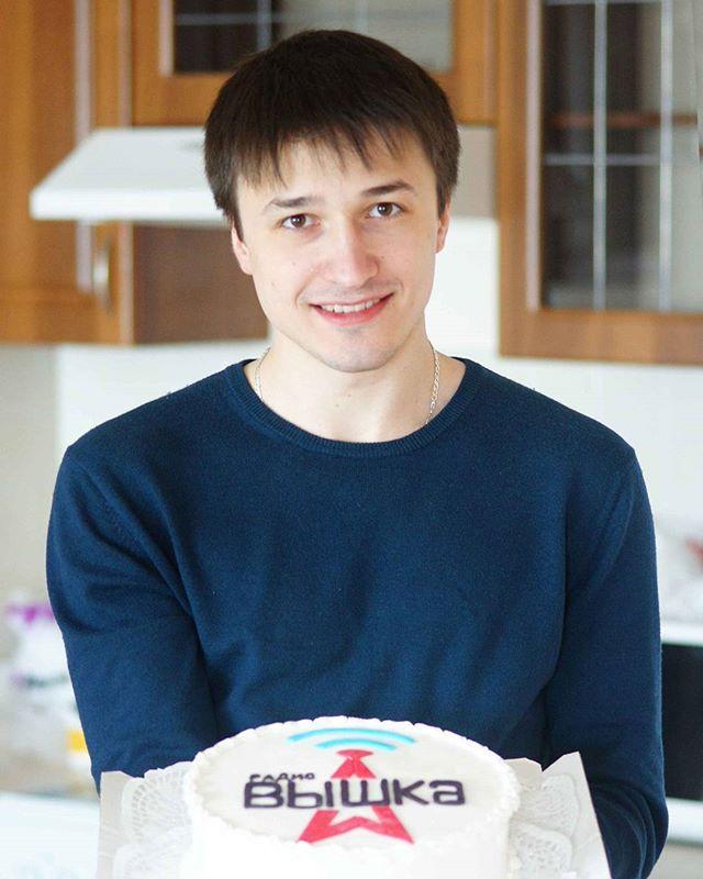Сегодня день рождения отмечает @anatoly_emelyanov , наш программный директор! И это большой праздник для всей  Вышки, ведь именно благодаря ...