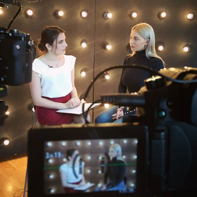 Записали интервью с очаровательной @alenagolosnova  Скоро на Ekalife За красивое пространство спасибо @blackroomekb