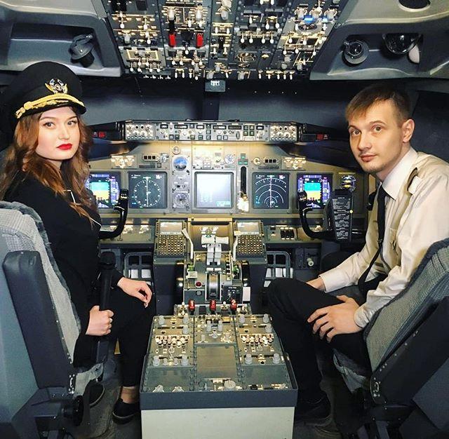 Где только не путешествуют наши корреспонденты.  @juliya_sorokina сегодня училась управлять самолётом вместе с пилотами @dream.aero  На следующей неделе сюжет на ...