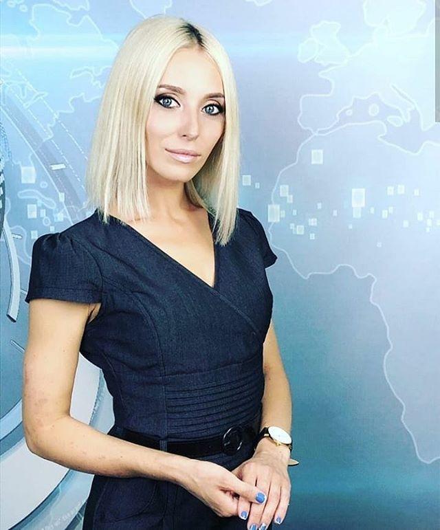 @vera_nabi_89  в нашей новой новостной студии... Правда, ей идет?
