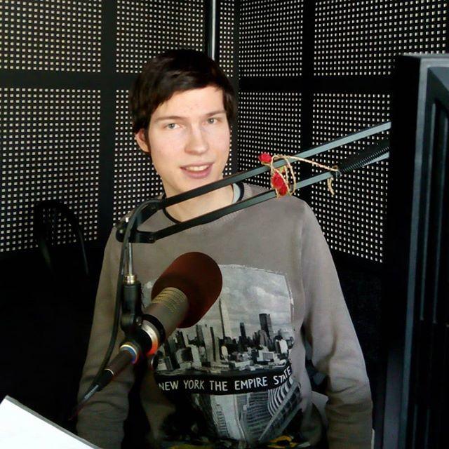 Популярную онлайн радиостанцию открыл выпускник интенсивного курса «Радиостарт» Владислав Миллер. Проект называется «Обычное радио», летом ему исполнилось 3 года. На ...