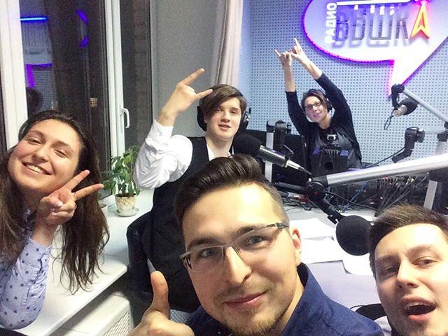 Весело, громко, динамично! Только так ведут наши ученики. В гостях в прямом эфире в студии из Екатеринбурга были зажигательные ребята ...