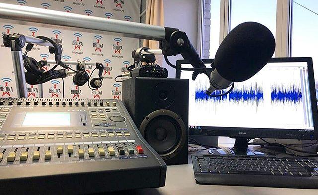 Вот так выглядит рабочее место радиоведущего в нашей студии в Екатеринбурге.